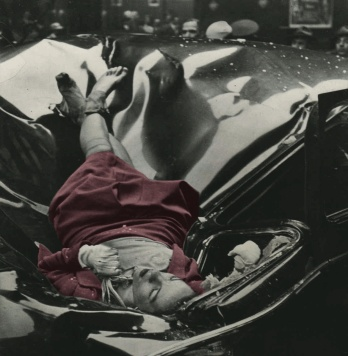 skull-illusion-evelyn-mchale-new-york-empire-state